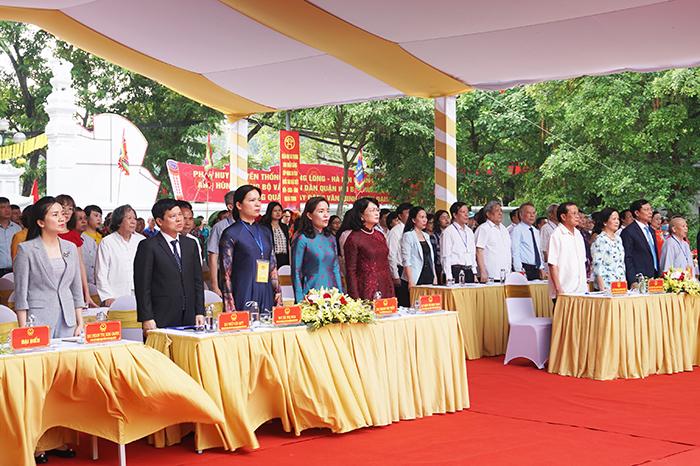 Đại biểu Trung ương và TP Hà Nội làm lễ chào cờ