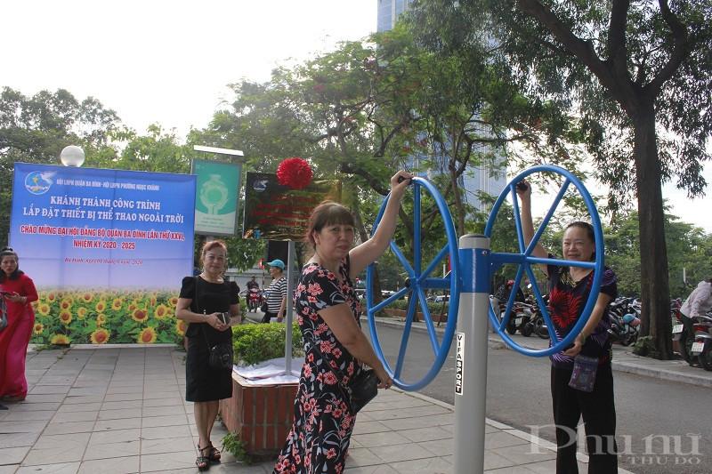 Cán bộ hội viên phữ nữ và người dân phường Ngọc Khánh phấn khởi với công trình hết sức ý nghĩa của Hội