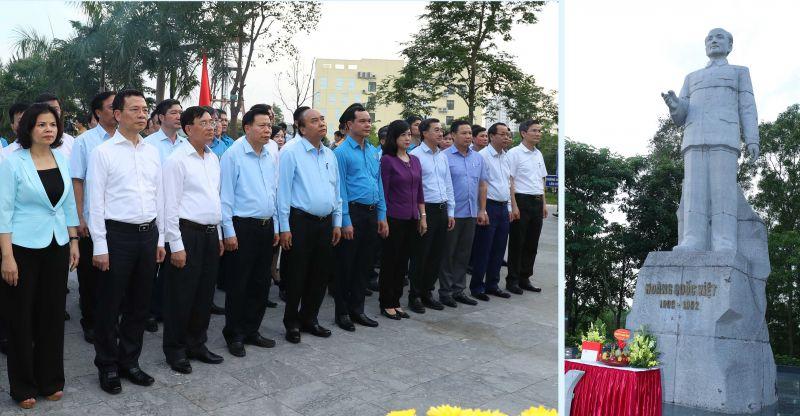 Thủ tướng dâng hương tưởng nhớ đồng chí Hoàng Quốc Việt-người chiến sĩ Cộng sản trung kiên, nhà lãnh đạo tiền bối của Đảng và cách mạng Việt Nam. Ảnh: VGP