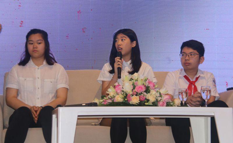 Các em học sinh đóng góp ý kiến tại Hội thảo