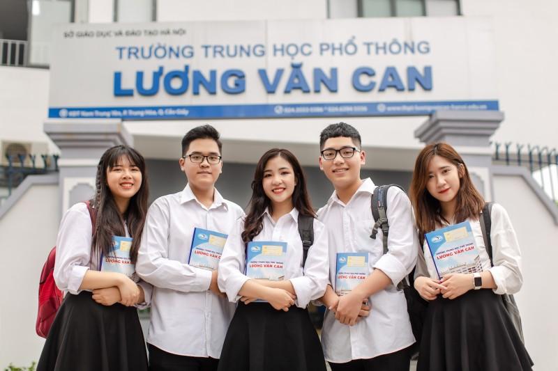 Qua 22 năm xây dựng và phát triển, hàng ngàn học sinh trưởng thành từ mái nhà chung mang tên Trung học phổ thông Lương Văn Can