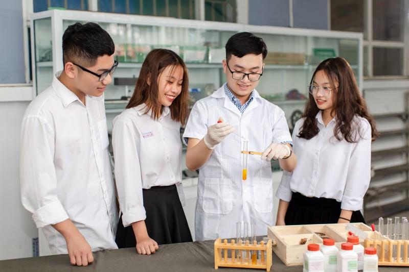 Năm học 2020 - 2021, trường Trung học phổ thông Lương Văn Can triển khai 2 hệ đào tạo: Hệ Chuẩn và hệ Chất lượng cao