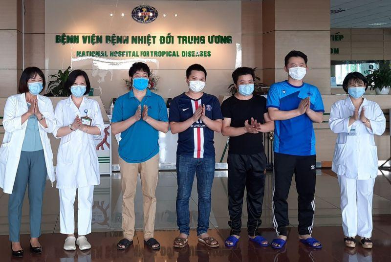 Các bệnh nhân được công bố khỏi bệnh tại BV Bệnh Nhiệt đới TƯ.