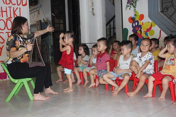 Nhóm trẻ Búp sen Vàng tại xã Phú Nghĩa được Hội LHPN huyện Chương Mỹ giúp đỡ theo Đề án 404
