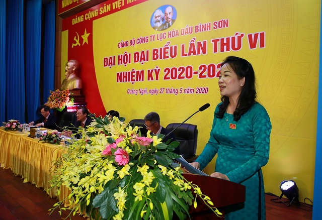 Phó Bí thư thường trực Đảng ủy BSR Khuất Thị Lê báo cáo chính trị tại Đại hội.