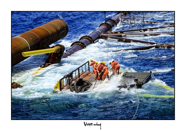 Hạ thủy thiết bị công trình biển.