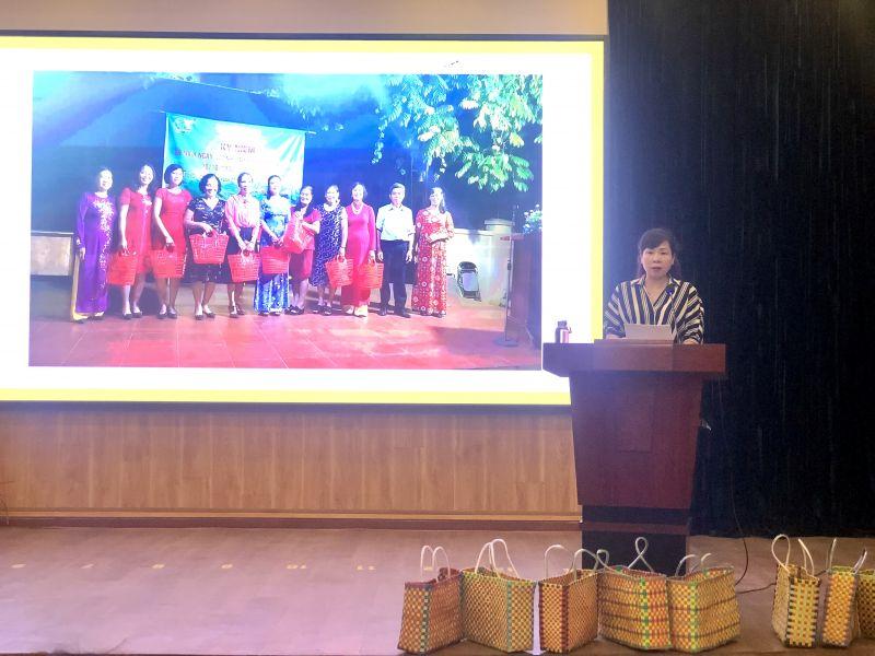 Đ/c Bùi Thị Ngọc Thúy, Chủ tịch Hội LHPN quận Tây Hồ phát biểu kết quả sơ kết 6 tháng thực hiện mô hình điểm