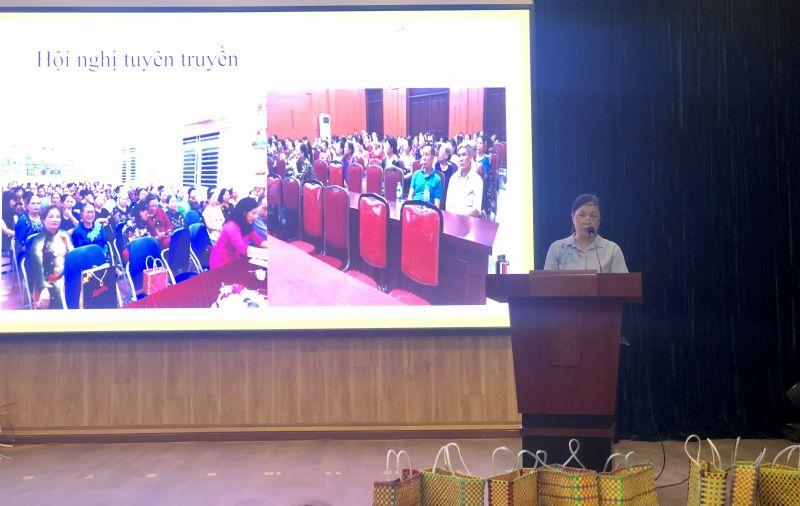 Chị Trần Thị Thúy Ái, Chủ tịch Hội LHPN phường Xuân La báo cáo đánh giá kết quả thực hiện mô hình điểm