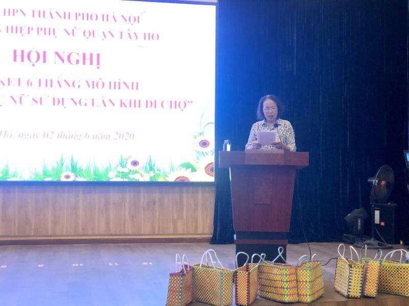 Cô Phương Thị Tích trình bày tham luận