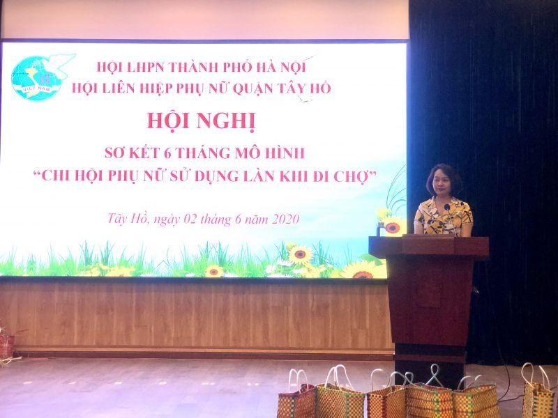 Phó Chủ tịch Hội LHPN Hà Nội Phạm Thị Thanh Hương phát biểu chỉ đạo
