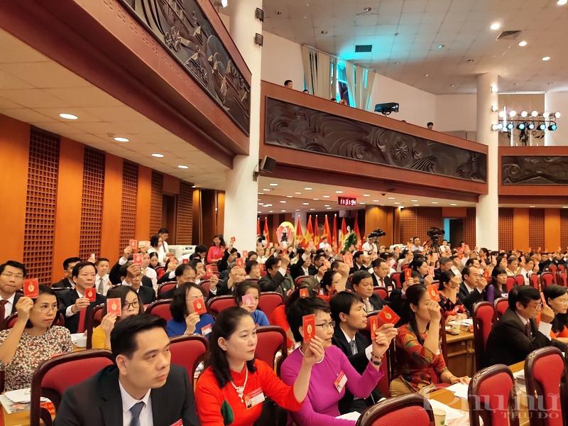 Các đại biểu phát huy tinh thần trách nhiệm cao, sáng suốt lựa chọn bầu được Ban Chấp hành Đảng bộ và đồng chí Bí thư Quận ủy khóa XXVI