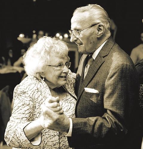 Tình yêu và sự sẻ chia của hai ông bà luôn là nguồn cảm hứng cho con cháu