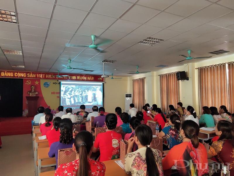 Tại hội nghị các đại biểu nghe tham luận của các đơn vị đồng thời xem phóng sự về việc thực hiện các phong trào thi đua yêu nước của các cấp Hội Phụ nữ giai đoạn 2015-2020