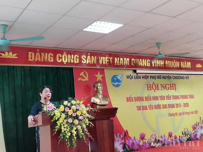 Đồng chí Nguyễn Thị Thu Thủy- Phó Chủ tịch Thường trực Hội LHPN Hà Nội phát biểu chỉ đạo hội nghị