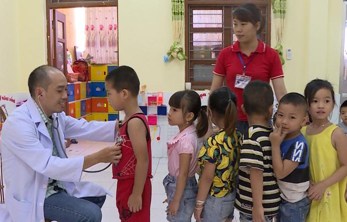 Khám, tư vấn bệnh tim mạch cho học sinh xã Viên An