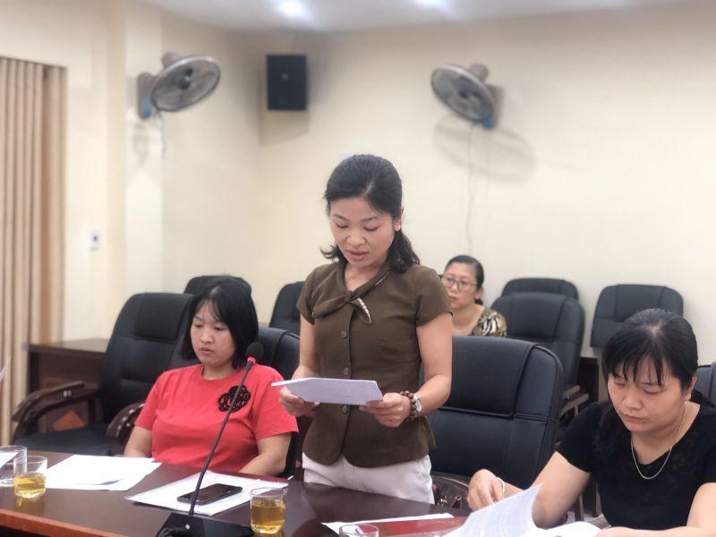 Đ/c Tạ Thanh Hiếu, Hội LHPN quận Cầu Giấy trình bày báo cáo kết quả phòng, chống dịch bệnh Covid-19