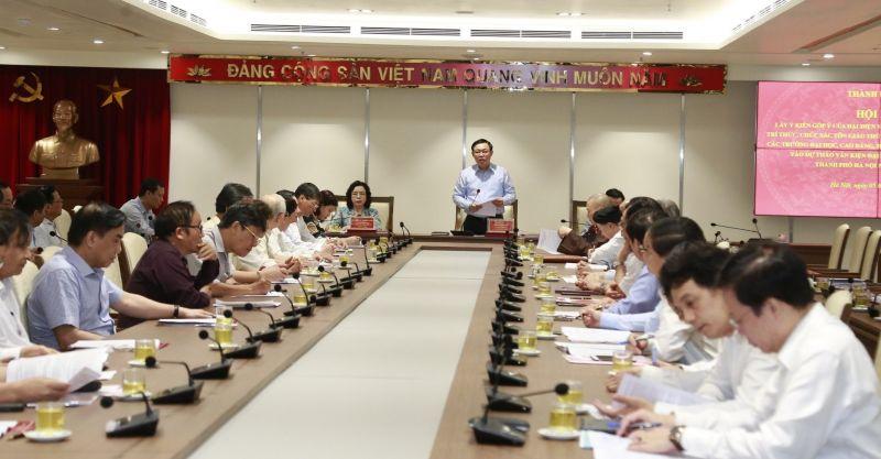 UV Bộ Chính trị, Bí thư Thành ủy, Trưởng đoàn Đai biểu Quốc hội TP Hà Nội Vương Đình Huệ phát biểu khai mạc hội nghị.