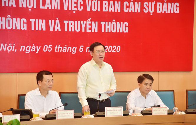 Bí thư Thành ủy Hà Nội Vương Đình Huệ chủ trì buổi làm việc.
