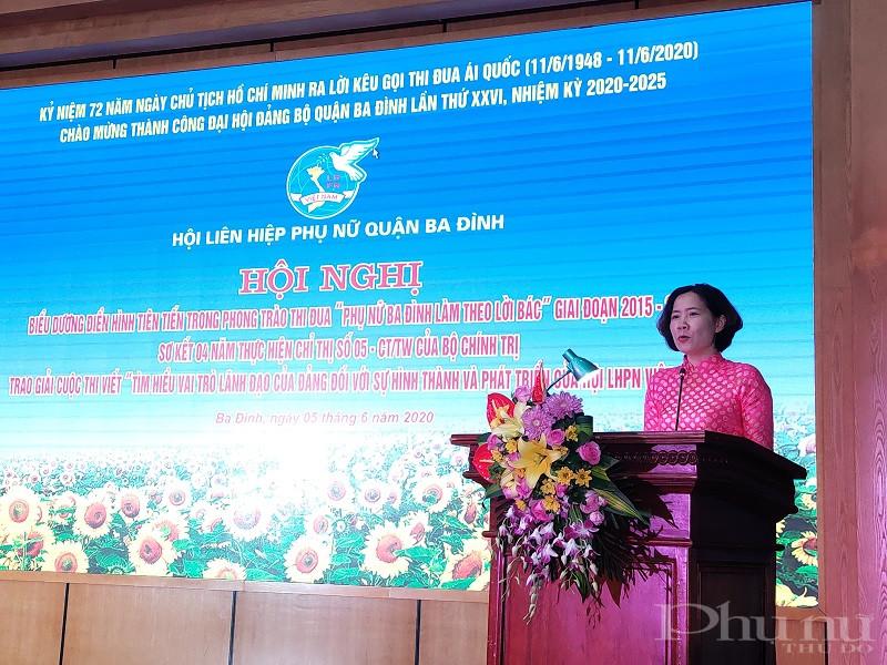 Đồng chí Lê Kim Anh- Chủ tịch Hội LHPN Hà Nội phát biểu chỉ đạo hội nghị