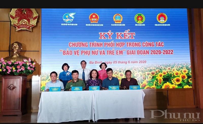 Tại Hội nghị, Hội  LHPN quận đã tổ chức  ký kết chương trình phối hợp trong công tác 'Bảo vệ phụ nữ và trẻ em