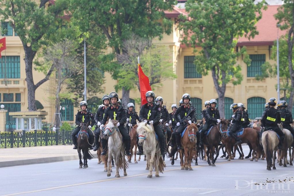 Đội Kỵ binh CSCĐ đang dần xây dựng quy trình thuần hóa, huấn luyện ngựa nghiệp vụ phù hợp với chức năng, nhiệm vụ sử dụng ngựa phục vụ đấu tranh phòng, chống tội phạm, đảm bảo an ninh, trật tự.
