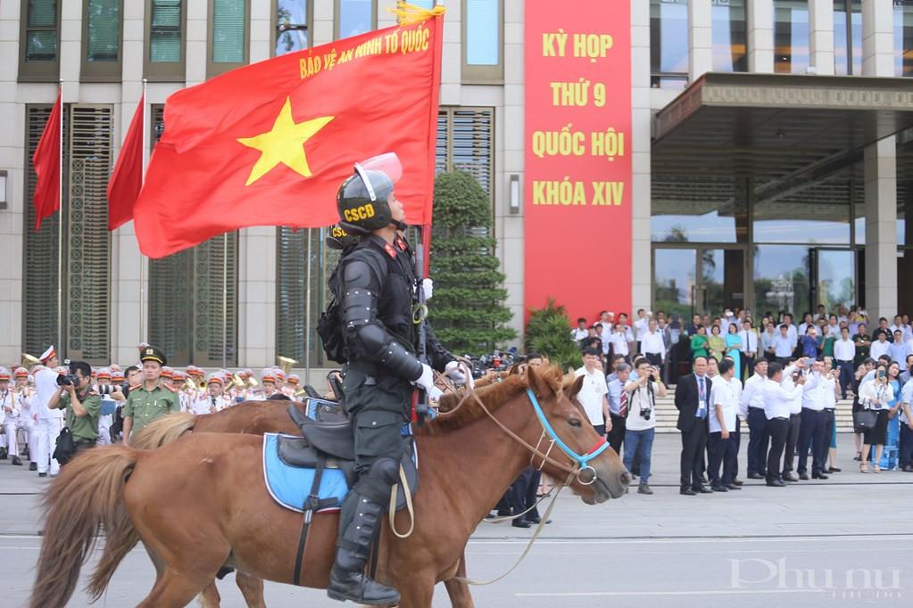 Buổi diễu hành diễn ra tại khu vực trước tòa nhà Quốc hội. Đây cũng là dịp lực lượng Đoàn Cảnh sát cơ động Kỵ binh Bộ Tư lệnh cảnh sát cơ động chính thức ra mắt.