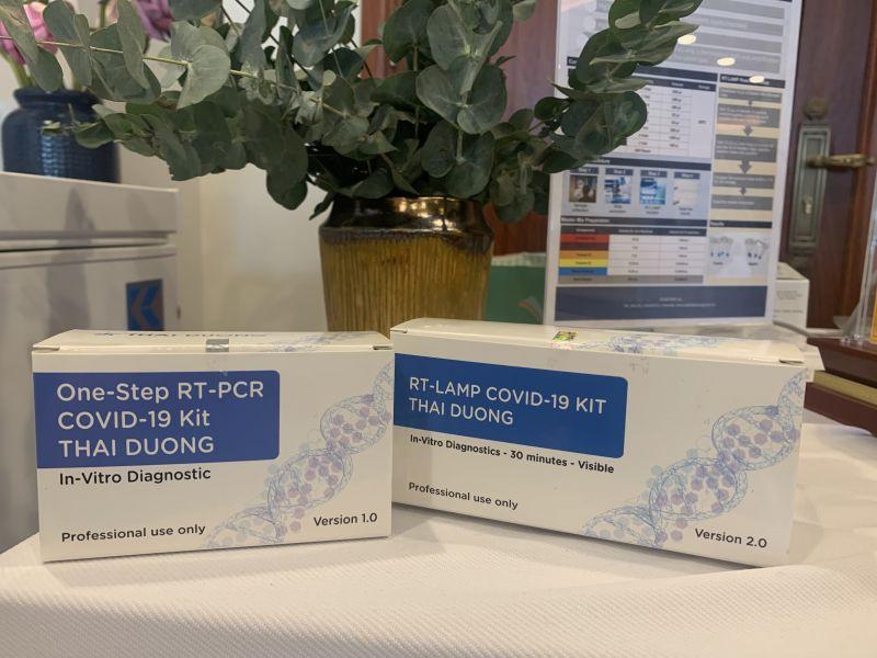 Hai bộ kit One-step RT-PCR COVID-19 kit THAI DUONG và RT-LAMP COVID-19 Kit THAI DUONG. Ảnh: VGP/Thuý Hà