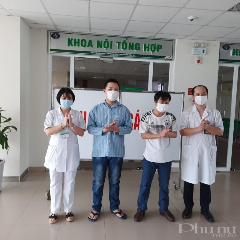 Hai bệnh nhân được BV Bệnh Nhiệt đới TƯ công bố khỏi bệnh.