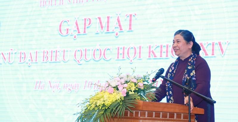 Chủ tịch Nhóm nữ Đại biểu Quốc hội Tòng Thị Phóng phát biểu tại buổi gặp mặt