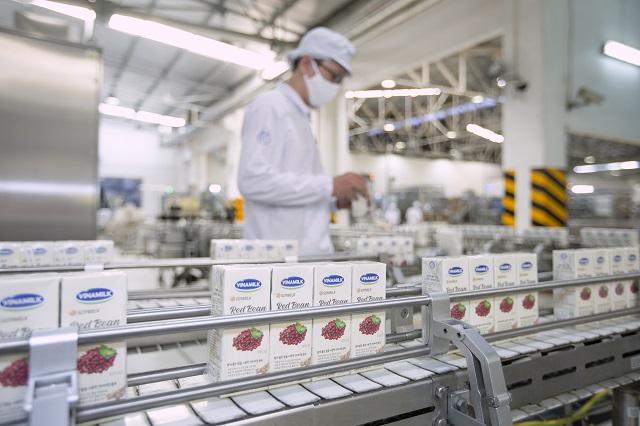 Các sản phẩm của Vinamilk được sản xuất với dây chuyền hiện đại, áp dụng các tiêu chuẩn quốc tế.