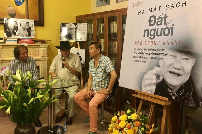 """Ra mắt cuốn sách ảnh """"Đất và người"""" của nghệ sĩ nhân dân Đào Trọng Khánh."""