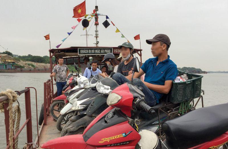 Hà Nội yêu cầu chú trọng tuyên truyền những nội dung góp phần nâng cao ý thức chấp hành của người dân khi tham gia giao thông đường thủy. Ảnh Tuấn Lương.