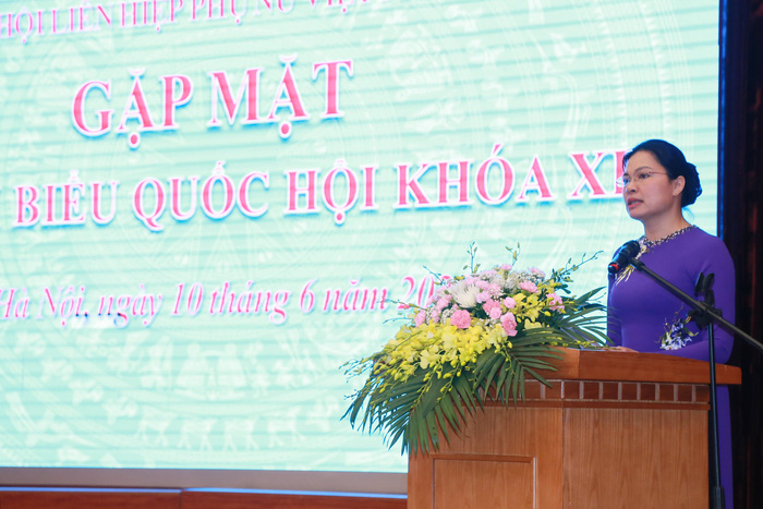 Bà Hà Thị Nga- Chủ tịch Hội LHPN Việt Nam phát biểu khai mạc chương trình gặp mặt