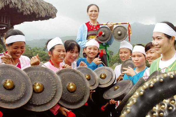 Trong nghi lễ thực hành Mo Mường thường xuất hiện âm thanh của chiêng Mường