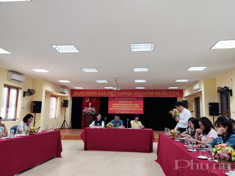 Đồng chí Trần Thanh Quang – Phó phòng Nội vụ UBND quận Hoàn Kiếm cho biết: Thời gian qua, đội ngũ cán bộ công chức nữ của Quận được tăng lên cả về số lượng và chất lượng