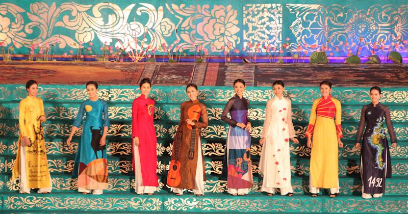 Trình diễn áo dài tại Festival. Ảnh: Trung tâm Festival Huế