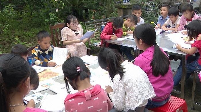 Rất đông các em học sinh đã tìm đến lớp học của Tâm.