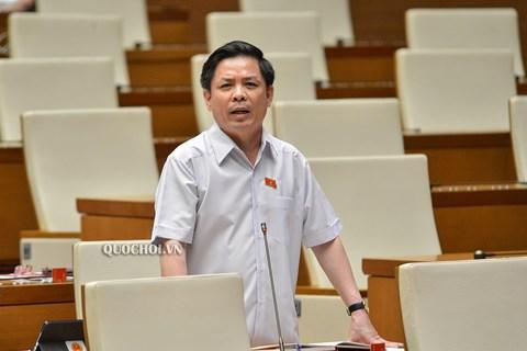 Bộ trưởng Bộ GTVT Nguyễn Văn Thể báo cáo tại phiên họp sáng 15/6, kỳ họp thứ 8, Quốc hội khóa XIV.
