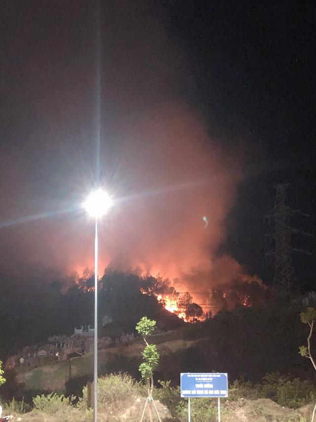 Cháy rừng liên tiếp tại miền Trung giữa những ngày nắng nóng như thiêu đốt