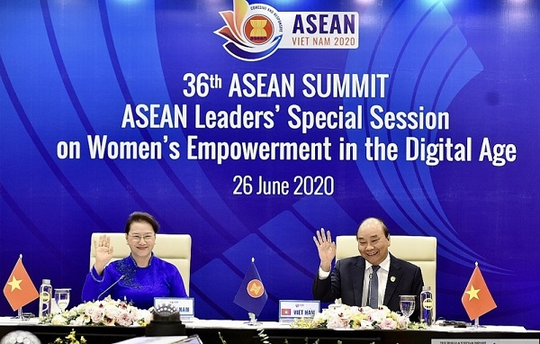 Thủ tướng Nguyễn Xuân Phúc và Chủ tịch Quốc hội Nguyễn Thị Kim Ngân tại Phiên họp đặc biệt của các nhà lãnh đạo ASEAN về tăng quyền năng cho phụ nữ trong kỷ nguyên số
