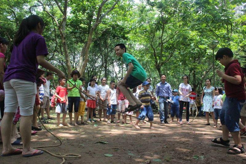Nhảy dây là trò chơi được các du khách nhí yêu thích mỗi khi đến bảo tàng