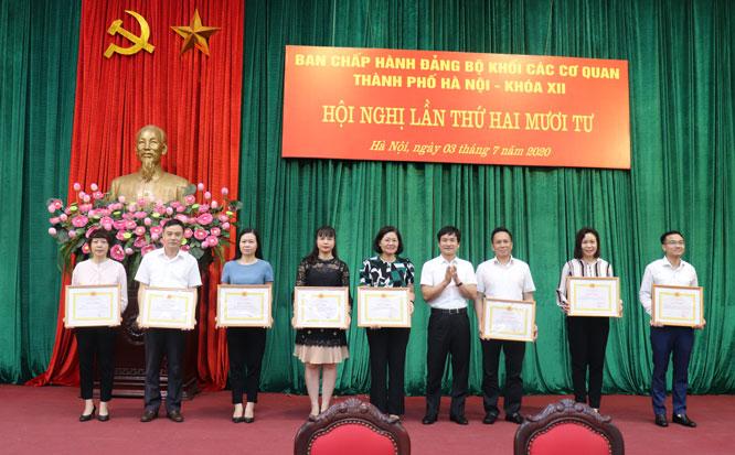 10 tập thể tiêu biểu trong thực hiện Chỉ thị số 05-CT/TƯ của Bộ Chính trị được nhận Giấy khen.