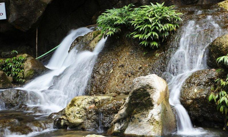 Khu du lịch Hang Phượng Hoàng, suối Mỏ gà điểm đến hấp dẫn du khách ưa khám phá