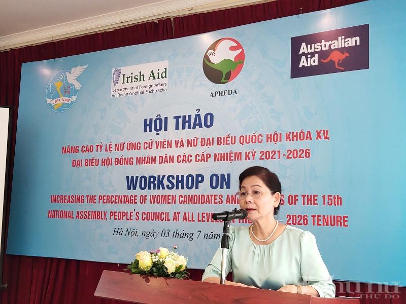 Đồng chí Trần Thị Hương- Phó Chủ tịch Hội LHPN Việt Nam phát biểu tại hội thảo