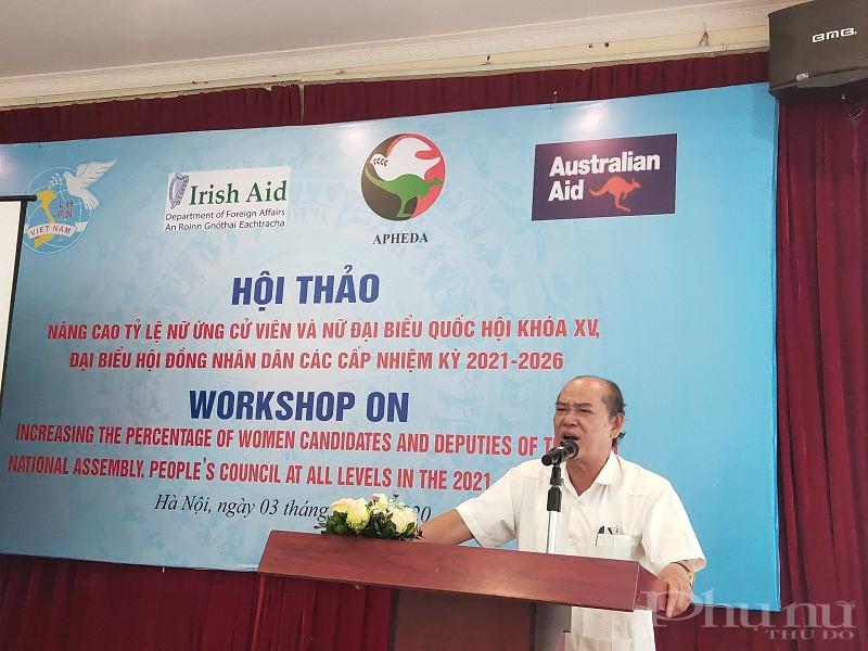 Đồng chí Nguyễn Đức Hà- nguyên Vụ trưởng Vụ cơ sở Đảng, Ban tổ chức Trung ương phát biểu tại hội thảo