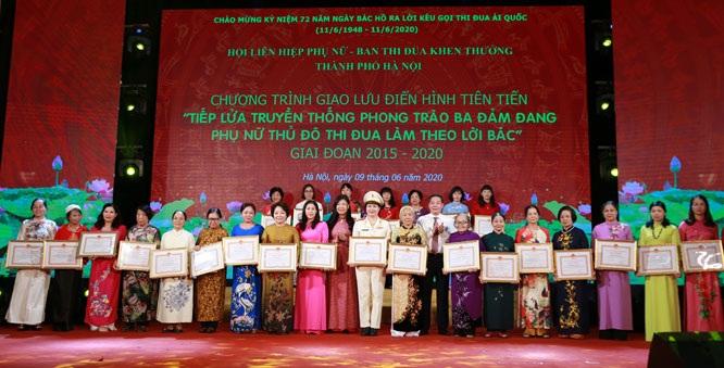 Hội LHPN Hà Nội biểu dương khen thưởng các tập thể cá nhân trong phong trào thi đua yêu nước giai đoạn 2015-2020
