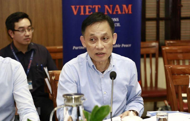 Ủy viên Trung ương Đảng, Thứ trưởng Bộ Ngoại giao Lê Hoài Trung phát biểu tại cuộc họp. (Ảnh: TTXVN)