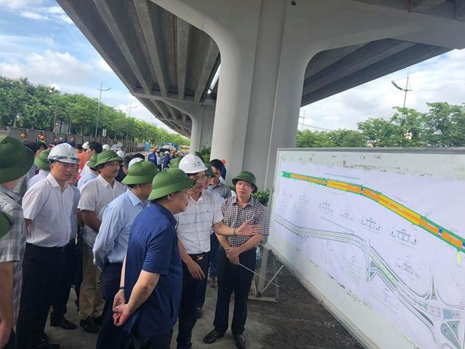 Bí thư Thành ủy Hà Nội kiểm tra các dự án giao thông trọng điểm.