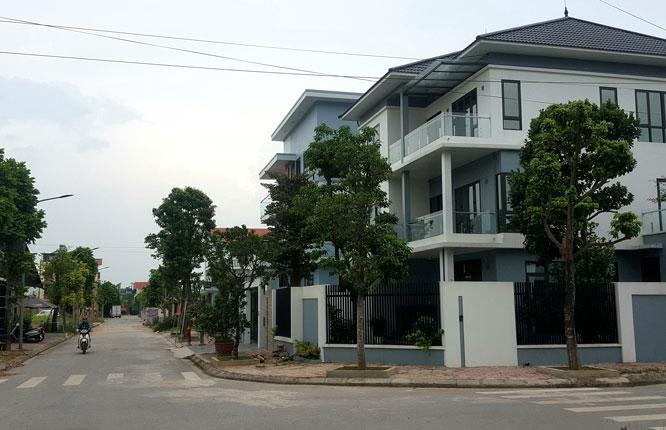 Tại khu đất đấu giá DG02 (thị trấn Quốc Oai, huyện Quốc Oai), nhiều gia đình đã xây nhà ở. Ảnh: Phạm Tuấn