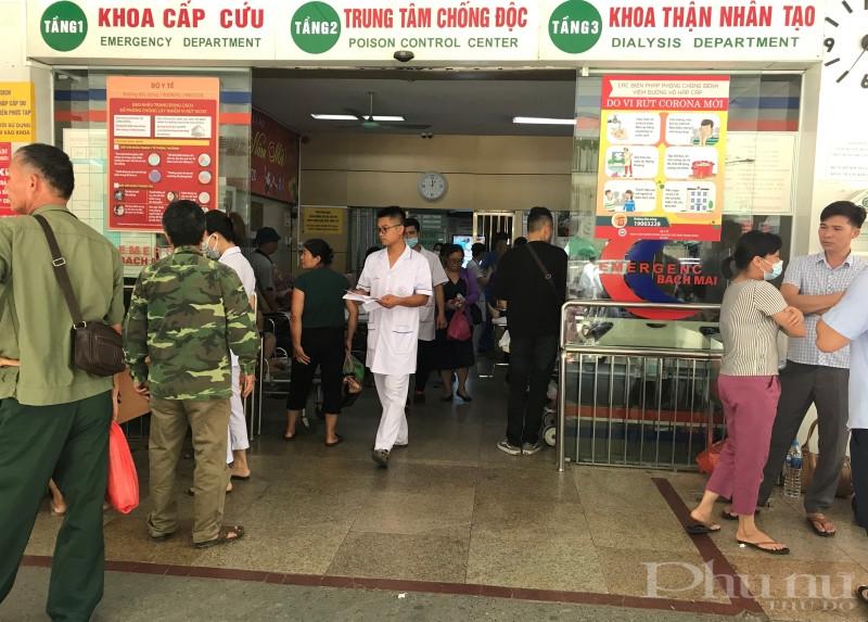 Ngày nắng nóng, BV Bạch Mai tiếp nhận không ít trường hợp nhập viện vì ngộ độc thực phẩm.